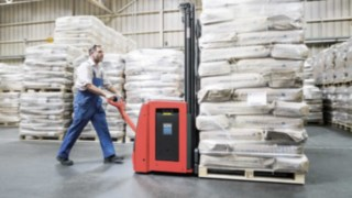 Linde pallet stacker in use