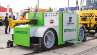 Rotrac E4 by Zwiehoff featuring Linde components, pictured on display at a trade fair